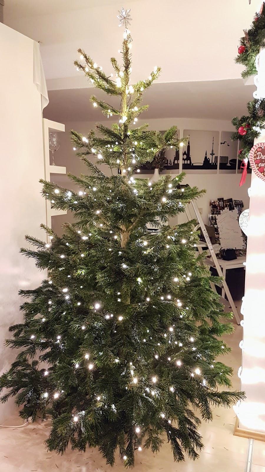Weihnachtsbaum_nur_mit_Lichterkette