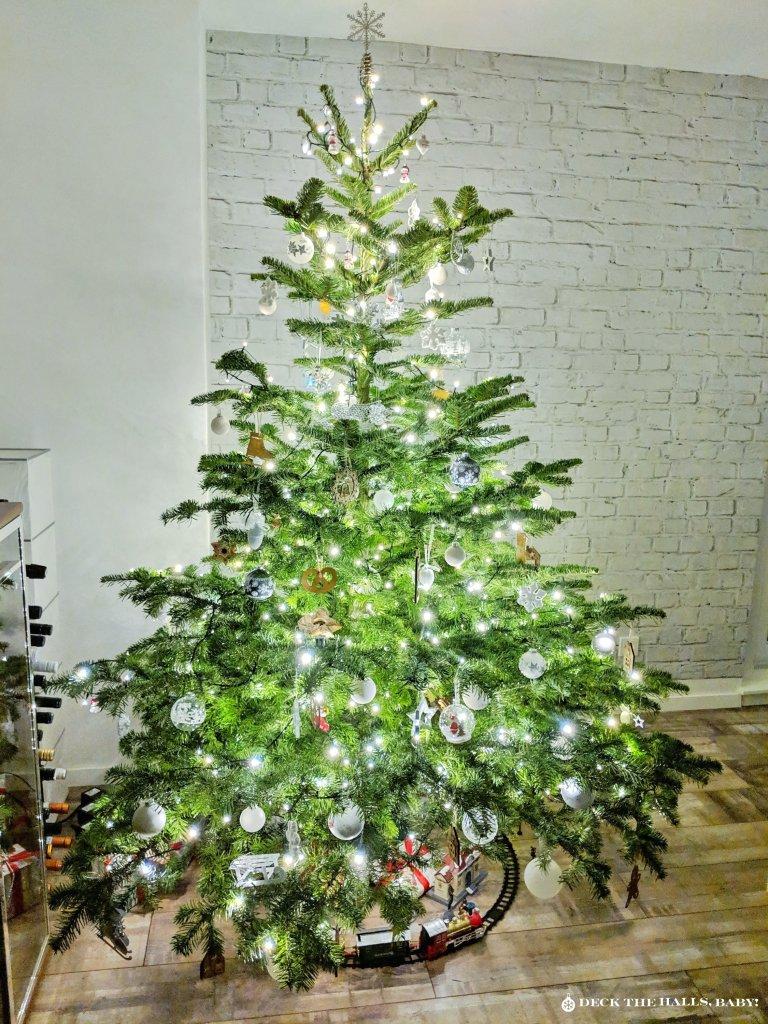 """Mein Weihnachtsbaum Variante 2 mit mehr Baumschmuck. CC BY-ND """"Deck the halls, Baby!"""""""